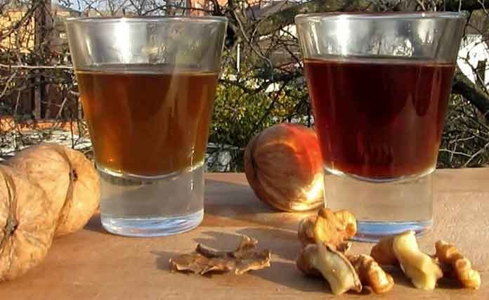 Перегородки грецких орехов на водке